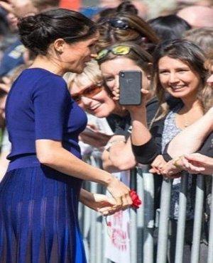 بالصور| ابنه رئيس ودوقة بريطانية وممثلات أثرن الجدل لارتداء أزياء شفافة بدون بطانة