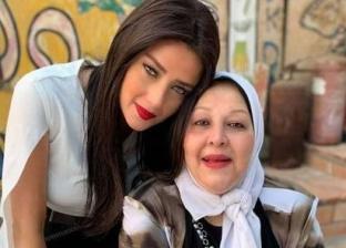 رضوى الشربيني ووالدتها الراحلة