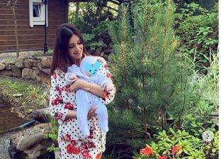 زوجة ملك ماليزيا السابق تنشر صور طفلها