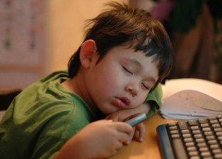 دراسة توضح عدد ساعات النوم التي يحتاجها الطلاب وتساعدهم في التحصيل الدراسي