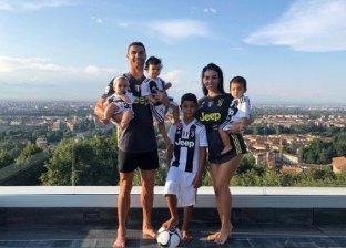 رونالدو وخطيبته وأطفاله