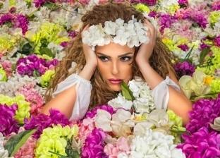 الفنانة دنيا عبدالعزيز