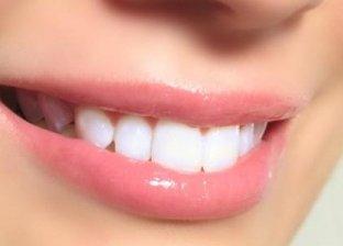 تبيض الأسنان بمواد طبيعية