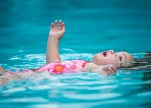 عقب وفاة طفلة أثناء تدريب السباحة.. كيف تحمي ابنك من الغرق؟