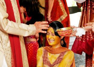 ولاية هندية تجري عمليات التجميل مجانًا للنساء الفقيرات