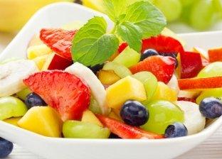 أخصائي تغذية يوضح الطريقة الصحيحه لتناول البطيخ والخوخ بدون نزلة معوية