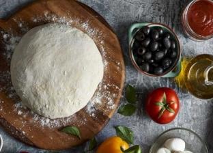 مقادير وطريقة عجينة البيتزا الهشة