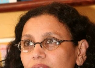 بعد اتهامها بالإساءة للإسلام.. القصة الكاملة لإهانة كاتبة روائية