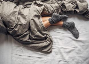 فوائد النوم بالجوارب