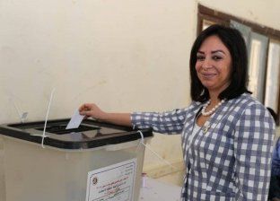 بالصور| مايا مرسي تدلي بصوتها في الاستفتاء على التعديلات الدستورية