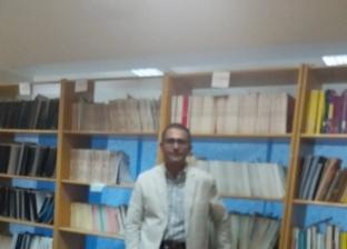 الدكتور أحمد محمد عباس الفائز بجائزة أفضل بحث على العالم فى مجال المناظير الرحمية داخل مكتبة الكلية