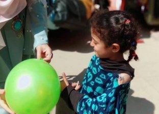 زينب ترسم البهجة على وجوه أطفال الشوارع