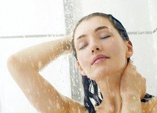 5 علامات تدل على خطورة غسيل الشعر بشكل يومي.. منها جفاف الشعر