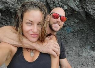 جوني سينس وزوجته السابقة