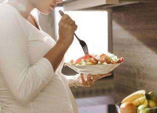 لحماية طفلك من التهابات اللثة بعد الولادة.. احرصي على نظافة اسنانك