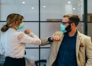 عروسان طبيبان يتجهان للعمل عقب زفافهما