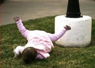3 اخطار معرض لها الطفل عند سقوطه على رأسه