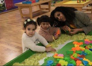 عزة مع ابنتها شغف