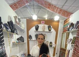 داليا محي الدين بجانب أعمالها اليدوية