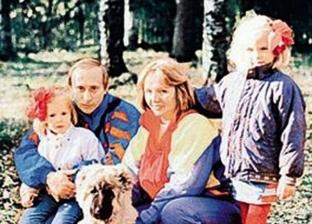 الرئيس الروسي وابنتيه كاترينا  وماريا وزوجته السابقة