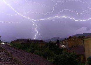 صاعقة تقتل امرأة روسية في عاصفة رعدية
