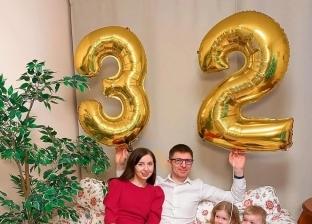 سيدة روسية تحتفل بعيد ميلادها