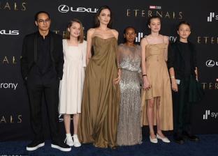 أنجلينا جولي وأولادها