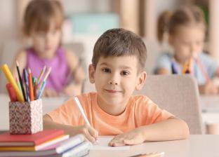 جدل بين أمهات طلاب رياض الأطفال والابتدائية بسبب موعد بدء الدراسة