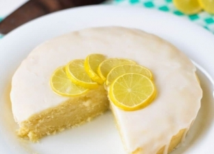 كيك الليمون مع كريمة الليمون