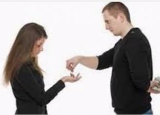 حكم إخفاء دخل الزوج على الزوجة
