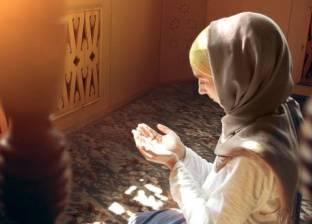 حكم إمامة النساء لبعضهن بالمنزل في صلاة الجمعة