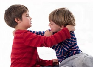 8 نصائح لأمهات للتعامل مع عدوانية الأطفال.. من بينها العقاب بشكل منطقي