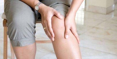 أعراض الإصابة بخشونة الركبة