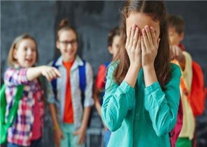 استشاري نفسي يقدم نصائح لإعادة تأهيل الطالب إذا تعرض للتنمر