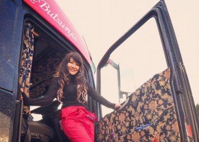 بالصور|فتاة يابانية  تترك وظيفتها كمدرسة للرقص التقليدى لتصبح سائقة سشاحنة