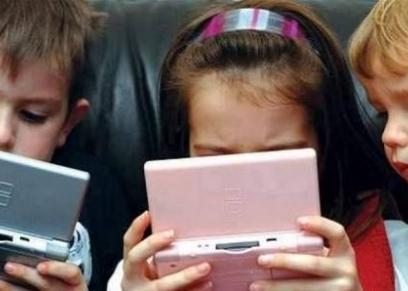 ادمان الاطفال للالكترونيات