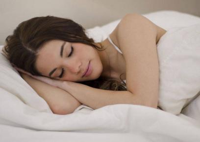 النوم أقل من 4 ساعات يزيد احتمالية الاصابة بالنوبات القلبية