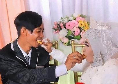 سيدة ستينية تتزوج من ابنها بالتبني
