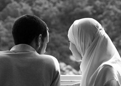 حكم تقبيل الزوجة في نهار رمضان