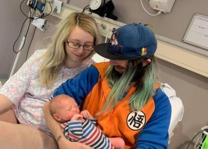 امرأة تلد طفلا بعد ساعة فقط من علمها بالحمل
