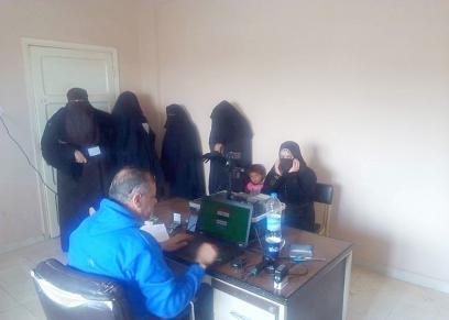 خلال استخراج المجلس القومى للمرأة بمطروح بطاقات رقم قومى للسيدات وانهاء الاجراءت لهن