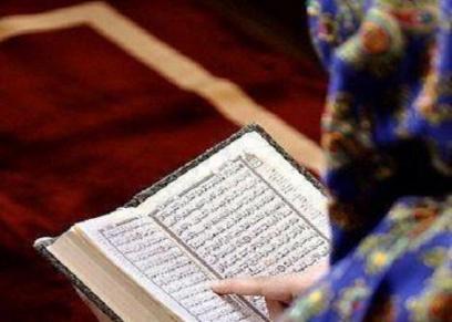 حكم قراءة القرآن بملابس المنزل