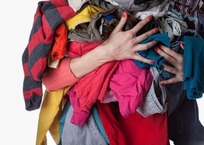التخلص من الملابس القديمة