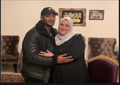 محمد رمضان مع والدته