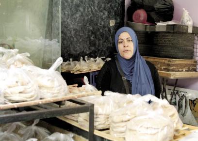حنان تبيع الخبز