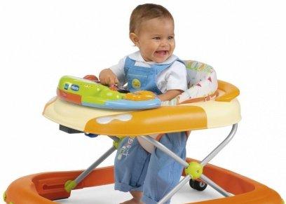 طبيب يوضح خطورة المشاية على الأطفال وتطور مهارتهم الحركية