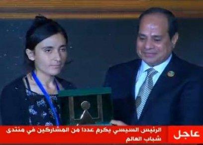 السيسي في تكريمه للفتاة الإيزيدية