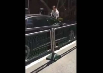 بالفيديو| امرأة تكتشف خيانة زوجها داخل سيارته: