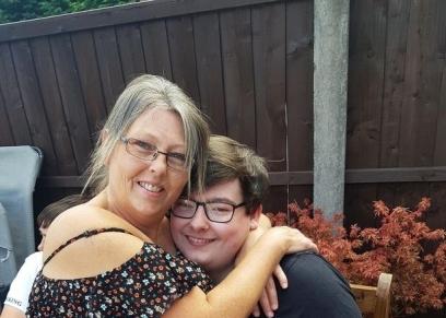 الطفل دانيال ووالدته