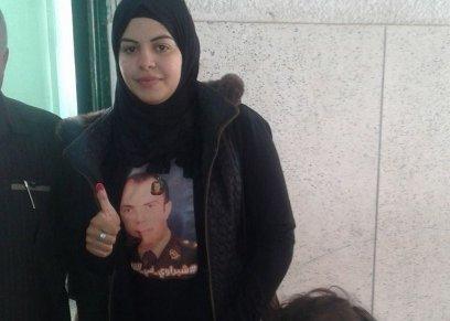 أرملة الشهيد أحمد الشبراوي تدلي بصوتها في الانتخابات الرئاسية